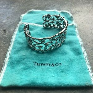 Tiffany & Co. Paloma Picasso Olive Leaf Cuff